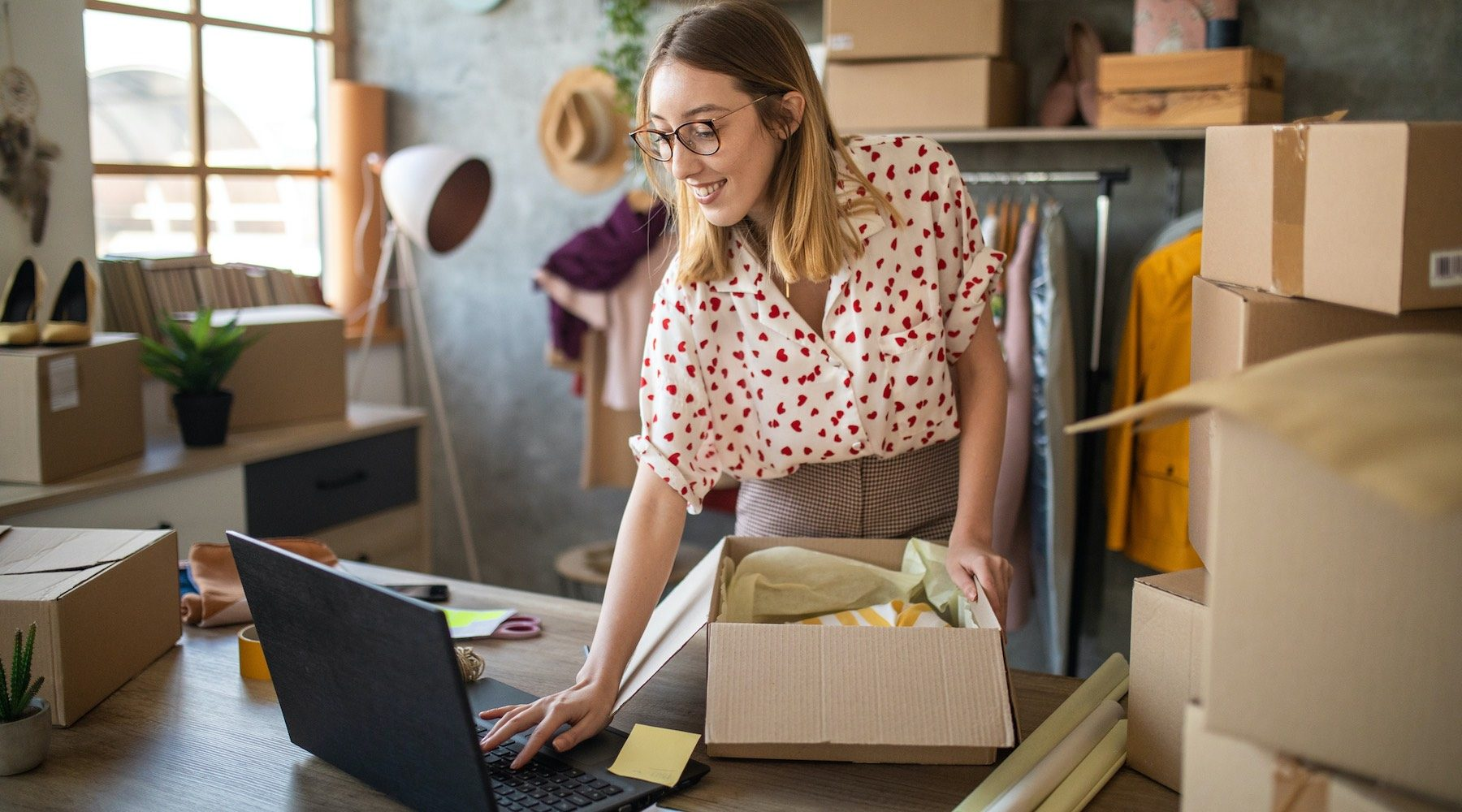 HomeBusinessOwnerShipping_GettyImages_1800x1000